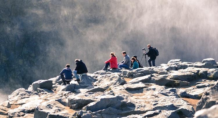 personas_descansando_montaña