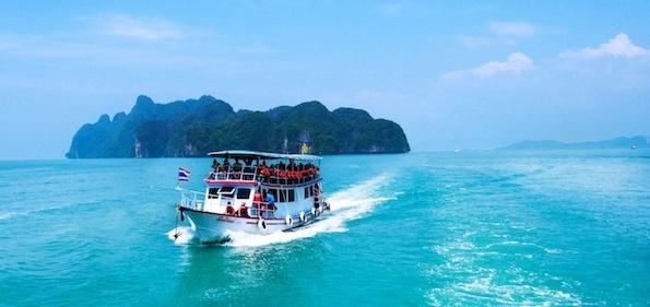 Boat tour-527105-edited.jpg
