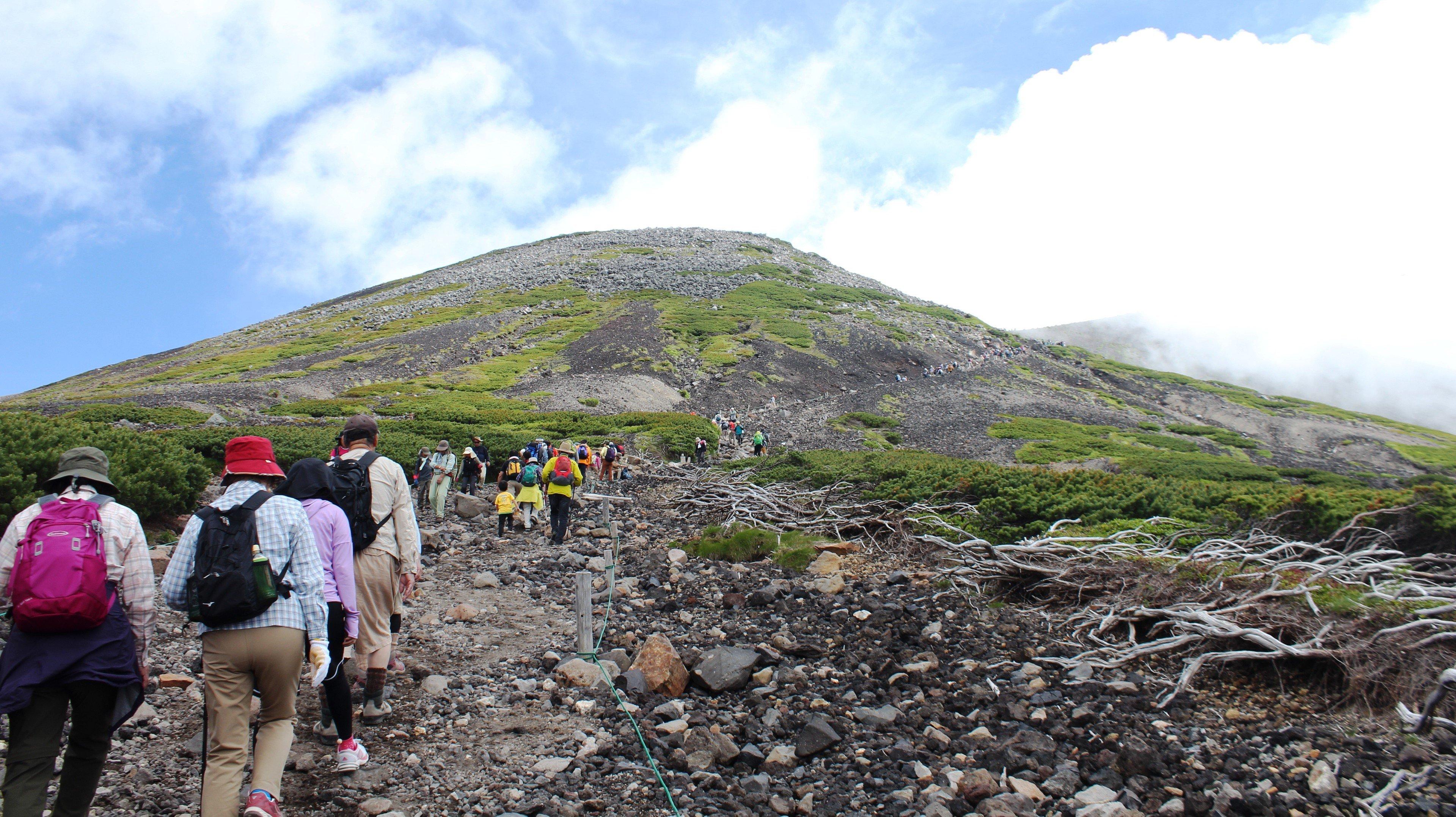 Hiking_for_Mount_Norikura.jpg