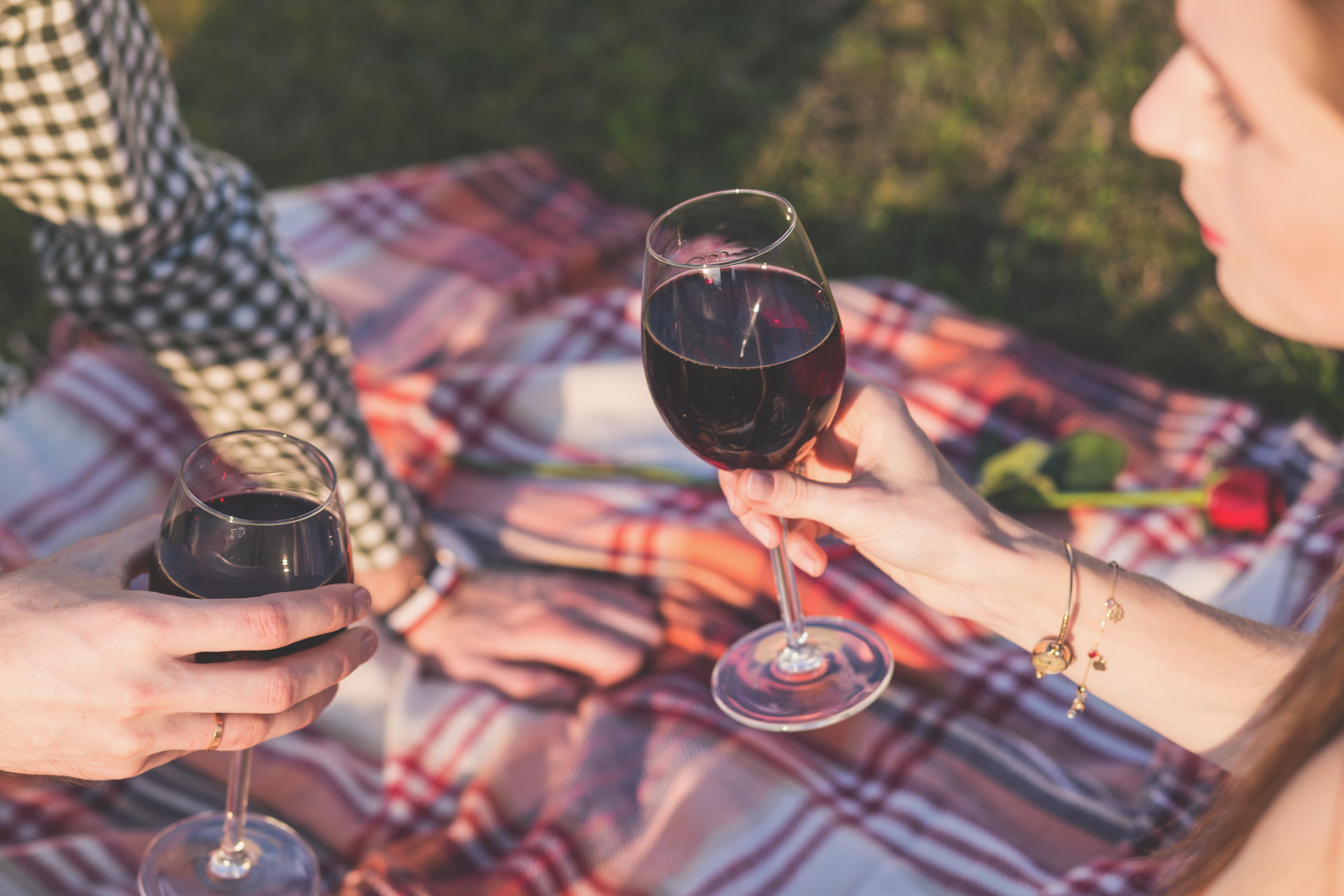 couple_drinking_wine.jpg