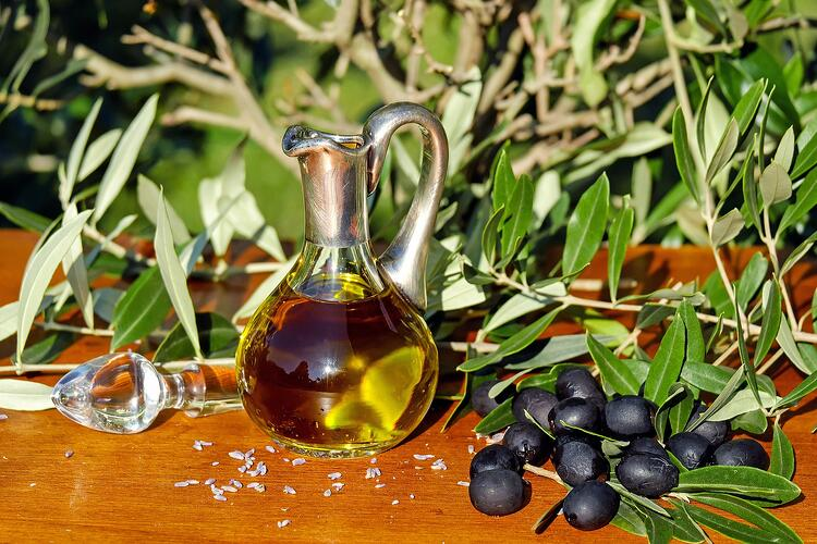 olive-oil-1596639_1920.jpg